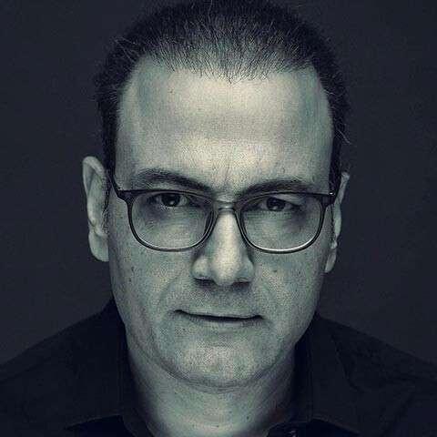 Alireza Ghorbani Roozegare Gharib 1 - دانلود آهنگ چه سود از این سکوت و آه از این صبوری از علیرضا قربانی